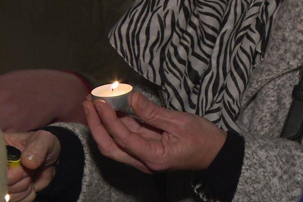 À Pau, un rassemblement été organisé mardi soir, en hommages aux sept militaires décédés au Mali.