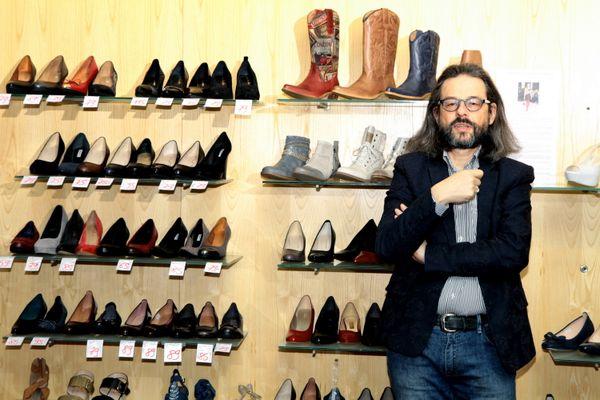 """""""Si on nous avait permis de travailler, on n'aurait pas eu besoin d'aides"""" déclare Philippe Daquai, président honoraire de la fédération des détaillants en chaussures de France."""