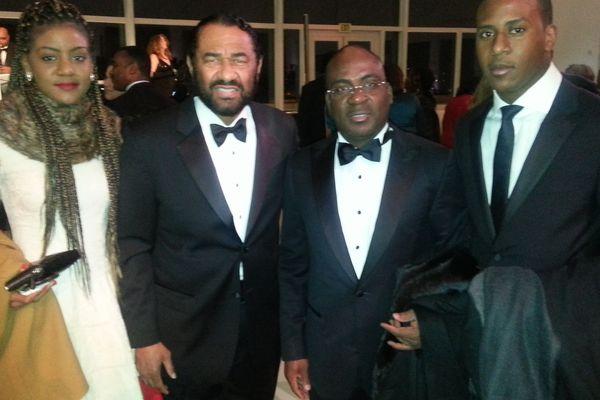 Charles-Kader Gooré avec sa fille et son fils lors d'une réception offerte par le maire de Washington.