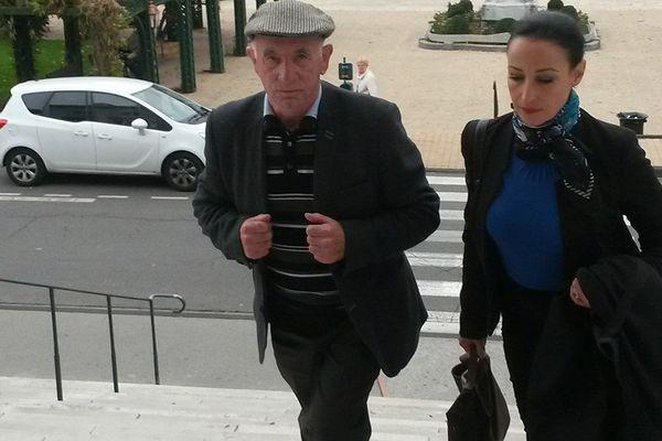 Claude Ducos et son avocate Loréa Chipi à leur arrivée au tribunal de Pau le 3 novembre dernier