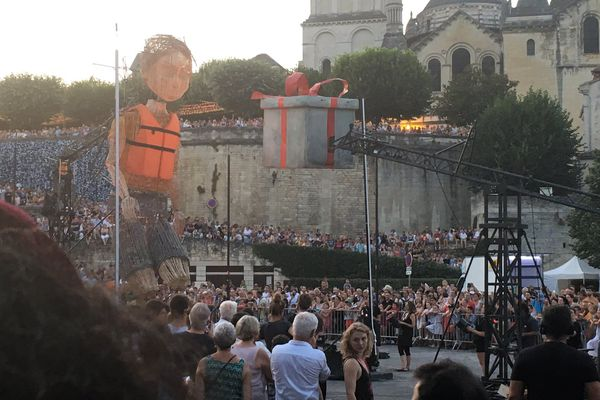 """Le spectacle """"Mo et le ruban rouge"""" a lancé le 37eme Mimos"""