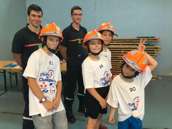 """A l'atelier pompier, les enfants découvre un vrai métier de """"Champion du Bien et du Droit"""""""