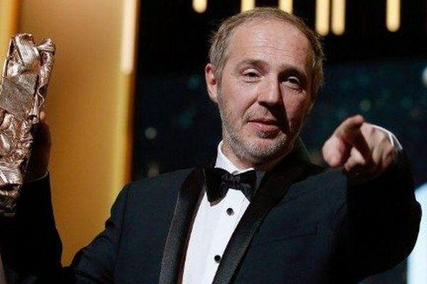 """A 55 ans, Arnaud Desplechin a été sacré meilleur réalisateur pour son film """"Trois souvenirs de ma jeunesse"""" tourné en partie dans sa ville natale à Roubaix"""