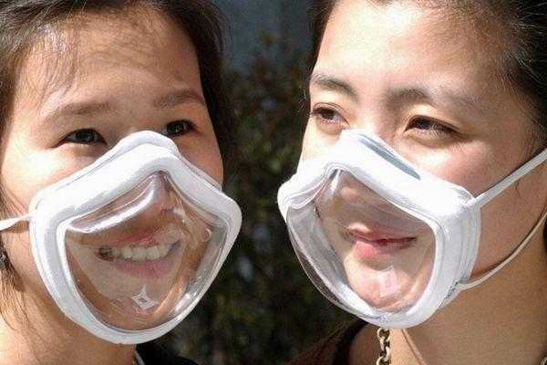 Les masques transparents sont apparus en Asie, ici en Corée du Sud, lors de l'épidémie de SRAS en 2002