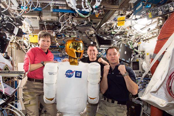 Thomas Pesquet, Peggy Whitson et Oleg Novitski à bord de l'ISS