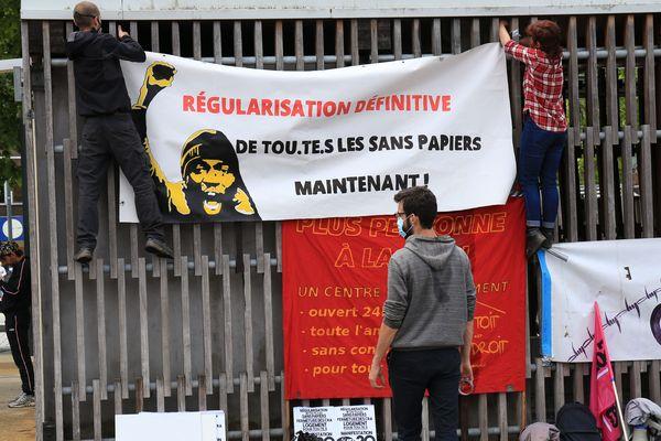 A Rennes, sur l'Esplanade Charles de Gaulle, un rassemblement pour les déboutés du droit d'asile