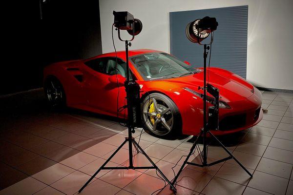 La Ferrari 488 sous les projecteurs.