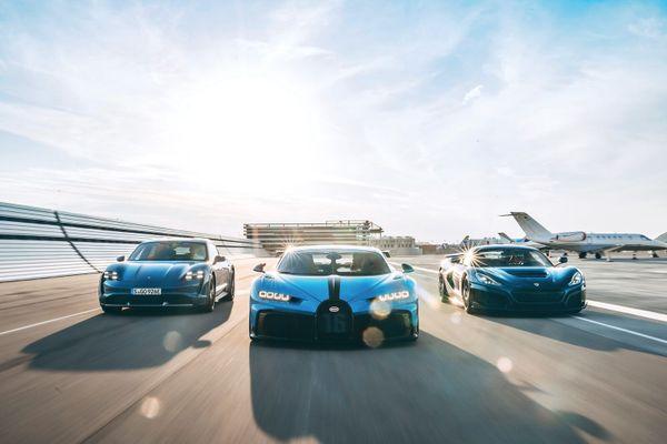 Bugatti construit des voitures de sport luxueuses.