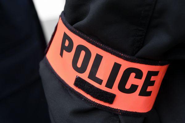Un policier a tiré un coup de feu dans l'appartement de son ex-compagne en Seine-Saint-Denis.