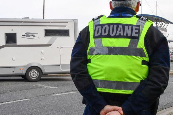 Jeudi 27 mai, les services des douanes de Clermont-Ferrand ont saisi 200 kg de cannabis sur l'A75, à Coudes, dans le Puy-de-Dôme. Photo d'illustration.