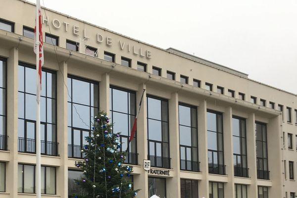 Des violences sexuelles ont-elles été commises par un adjoint de Saint-Nazaire ? La majorité au conseil municipal est déchirée par cette affaire.