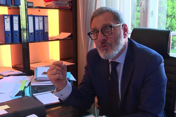André Chamy, avocat au barreau de Mulhouse, va défendre près de 400 personnels soignants dans le cadre d'un recours collectif contre l'obligation vaccinale imposée par l'Etat.