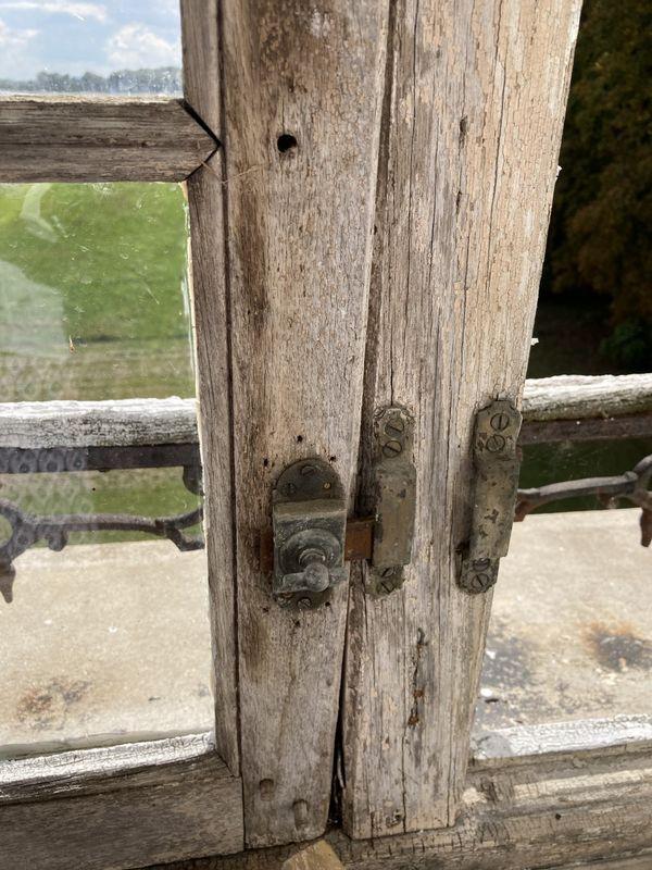 Les fenêtres du château qui n'ont jamais été changées feront partie des premiers travaux à réaliser.