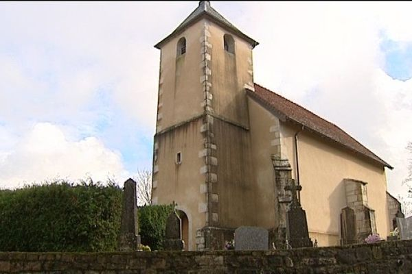 Fontenu, sa chapelle et ses ouailles inquiètes.