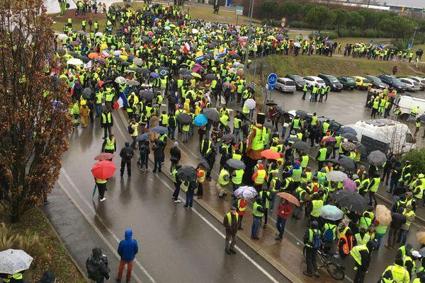 Les manifestants étaient près de 1.000 au départ du cortège à Valence, samedi 2 février, malgré la pluie.