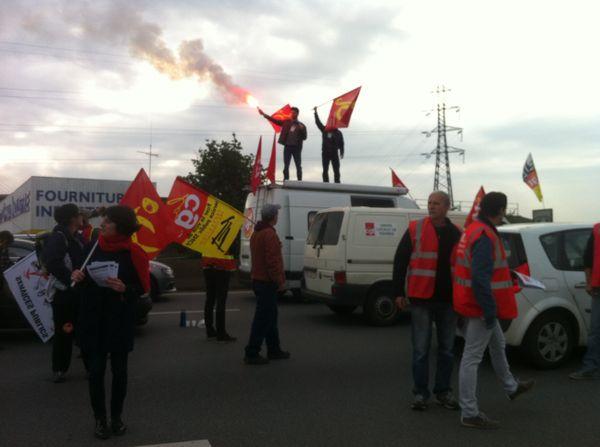 Manifestants contre la loi Travail sur la rocade de Rennes bloquée
