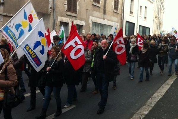 Manifestation des enseignants du primaire et de parents d'élèves dans le Loir-et-Cher contre la réforme des rythmes scolaires. Suivie à 66% selon les syndicats (Sud education- FO- CGT éducation- Snuipp Fsu)