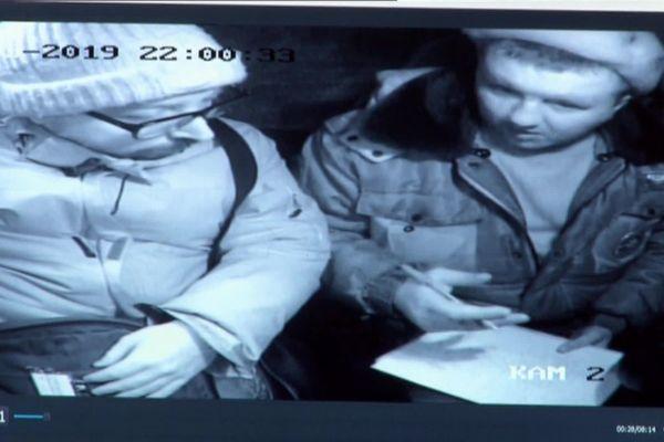 A droite sur cette image, le policier qui aurait rédigé le procès-verbal lors de l'arrestation de Gurvan Le Gall, le 21 mars 2019.