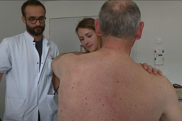 Consultation au service de dermatologie du CHU de Limoges.