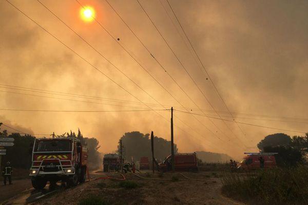 Incendie à Istres, 700 pompiers mobilisés, 300 hectares détruits, des maisons menacées et évacuées, août 2020.