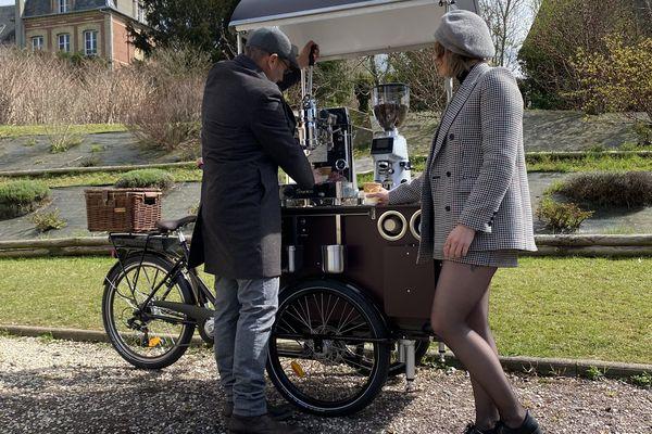 Le café est fait à l'ancienne, devant vous, et vendu 1,50 euros.
