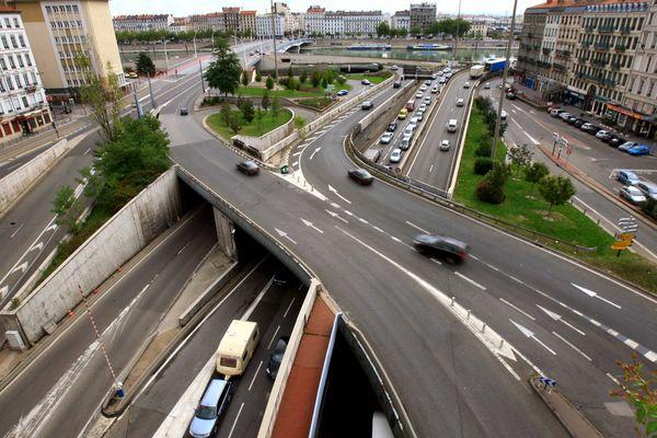 Travaux de sécurisation du pont de la Brasserie : gare aux bouchons à Lyon (archives) - Sortie sud du tunnel de Fourvière (côté sud) - image d'archives