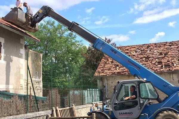 le plus gros du travail concerne la réparation des toits.