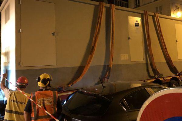 Une vingtaine de personne s'est occupée de l'installation de ce transformateur qui sera relié au réseau 20 000 volts.