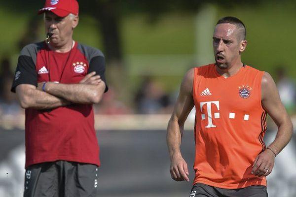 Franck Ribéry et Carlo Ancelotti, le 11 juillet 2016, lors d'un entraînement du Bayern de Münich.