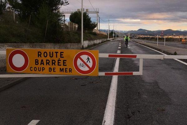 Route du bord de mer fermée, le lundi 25 novembre au matin