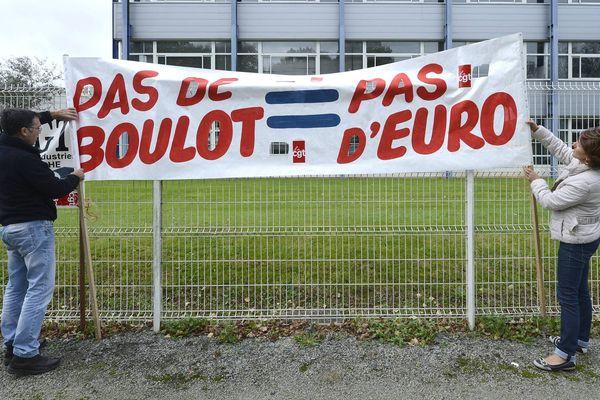 Devant l'usine FagorBrandt de La Roche-sur-Yon où les salariés sont en chômage technique jusqu'au 17 janvier 2014