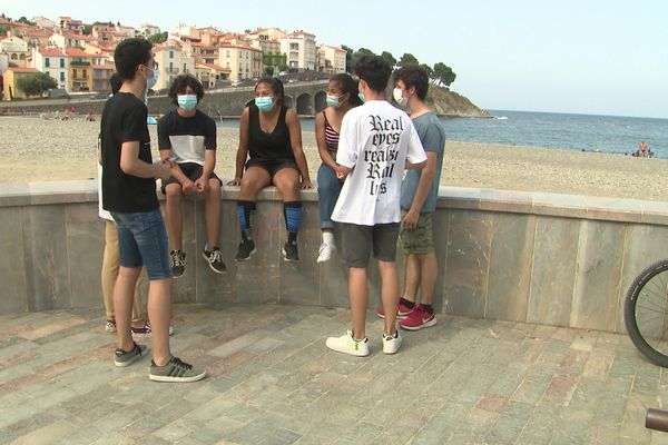 Roméo, Sarah, Gwénaël, Raphaël et d'autres figurent dans le clip vidéo.