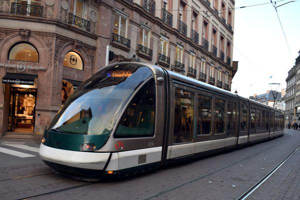 La ligne B du tramway strasbourgeois dessert l'est de Schiltigheim, mais pas l'ouest.
