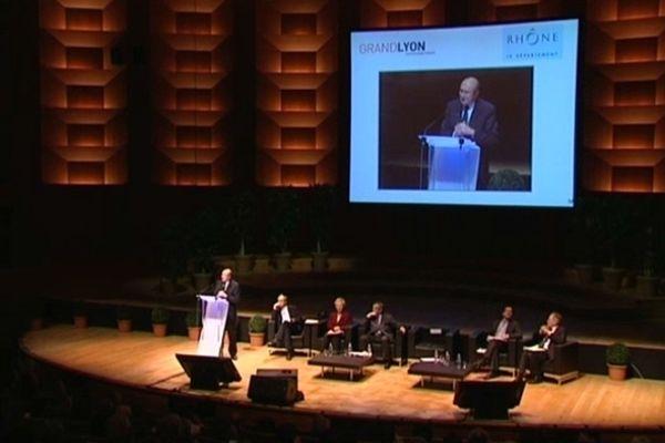 Gérard Collomb en ardent défenseur de l'Eurométropole devant les 800 élus locaux et régionaux présents à l'Auditorium de Lyon.