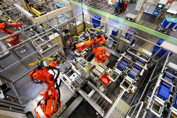 Dans l'usine La Française de Mecanique à Douvrin
