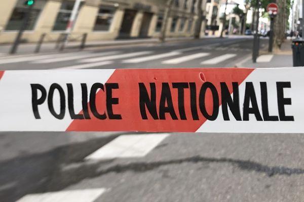 La Police a établi un périmètre de sécurité afin d'effectuer les premières constatations : un homme a été tué par balle dans le 3e arrondissement de Lyon, jeudi 29 juillet 2021 vers 20h.