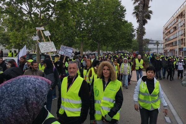 Des gilets jaunes défilent des les rues de Toulon, le mercredi 8 mai
