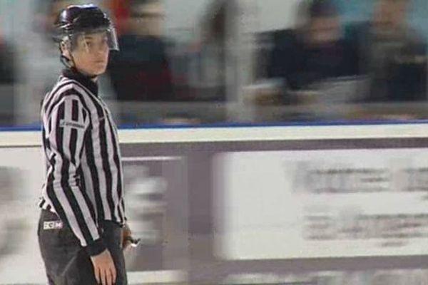 Charlotte Girard, arbitre de hockey-sur-glace. Elle est la seule représentante de la fédération aux JO de Sotchi 2014.