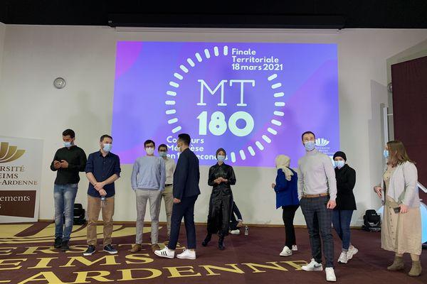 Les étudiants juste avant le concours.