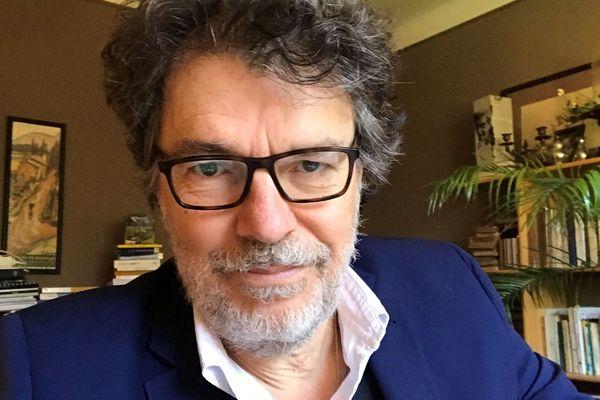 """Pour Daniel Coum, psychologue-clinicien, psychanalyste et directeur de Parentel à Brest, les ados doivent pouvoir rester dans leur chambre, sans rien faire """"comme ils savent si bien le faire"""""""