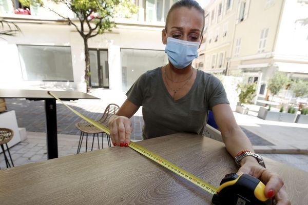 Après 11 semaines de fermeture, les cafés et restaurants situés en zone verte pourront rouvrir mardi 2 juin, en respectant un protocole sanitaire très strict.