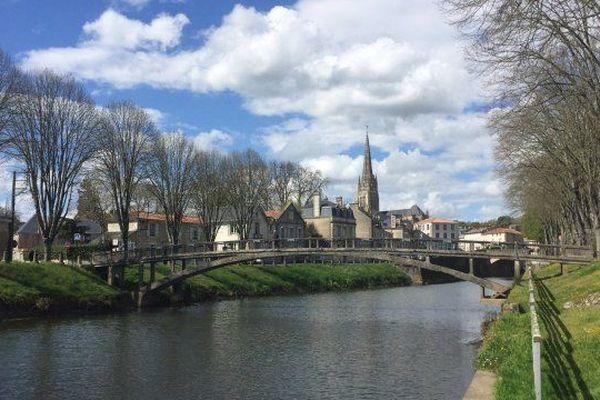 Fontenay-le-Comte, en Vendée, fait partie des trois villes de la région retenues pour cette décentralisation.