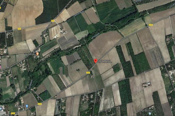 Dans la nuit de ce vendredi à samedi, une voiture a percuté un poteau de la D142 à Valréas dans le Vaucluse. Une jeune fille mineure est morte, un autre passager gravement blessé.