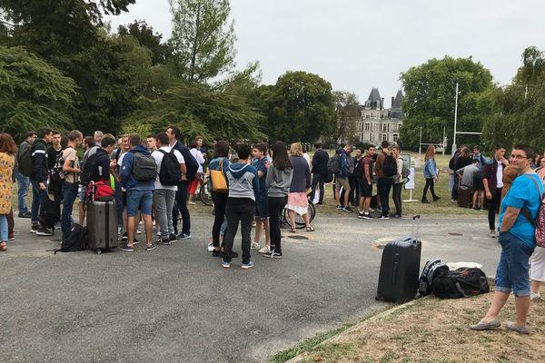 470 élèves sont attendus au lycée agricole de Fondettes. Mais leur rentrée s'effectue dans un contexte de blocage de l'établissement décidé par les enseignants.