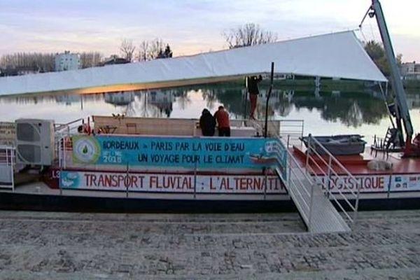 """L'opération """"Un voyage pour le climat"""" a pour but de faire la promotion du transport fluvial dans le cadre de la Cop21, la conférence mondiale sur le climat qui se tient à Paris du 30 novembre au 11 décembre 2015."""