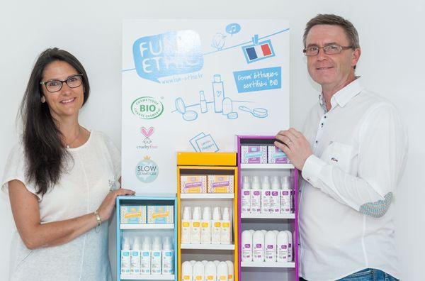 Olaf et Martine Schmitt ont fondé la marque Fun!Ethic avec la volonté de démocratiser les cosmétiques bio. Leurs produits fabriqués en Alsace sont donc largement diffusés dans les grandes surfaces de France