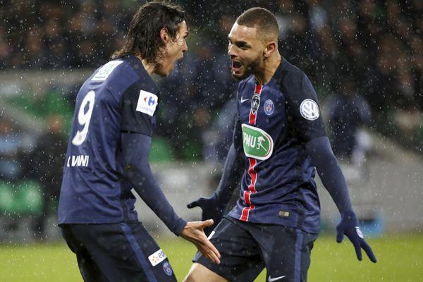 Un but de Cavani salué par Kurzawa, lors du match AS Saint-Etienne/PSG, en quart de finales de la coupe de France, le 2 mars 2016.