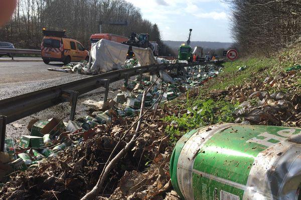 26 tonnes de fûts de bière renversés sur l'A84 : l'autoroute fermée entre Caen et Rennes