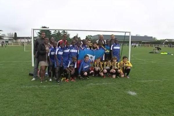Ils sont venus en France pour jouer au football. Mais ces jeunes haïtiens n'en ont pas pour autant perdu le sens des réalités. Rencontre avec des enfants qui profite de leur séjour en Normandie pour nous confier leurs espoirs vis-à-vis de l'avenir.