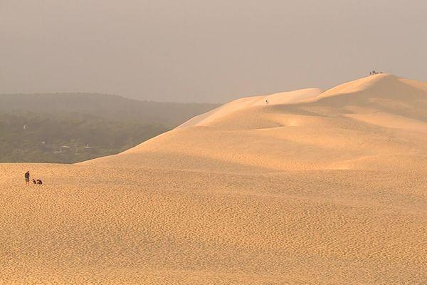 La Dune du Pilat est le site le plus visité de la Nouvelle-Aquitaine avec 2 millions de visiteurs par an, dont 1/3 sur les seuls mois de juillet et août.